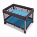 Цены на Манеж - кроватка 4moms Breeze голубой «Breeze»  -  необычный манеж. Он складывается и раскладывается одним движением. При раскладывании и складывании манежа нет необходимости фиксировать его стороны! А в сложенном виде Breeze достаточно компактен и не занимае